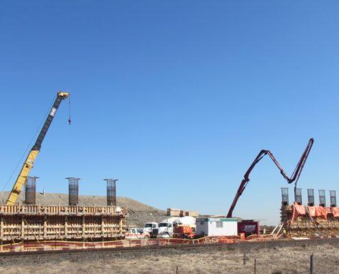 constructions de piliers vers nord de McGillivray Road
